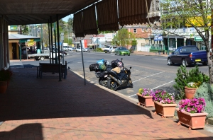 Stopping for breakfast at Uralla, NSW.